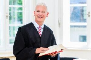 Rechtsanwalt in seiner Kanzlei