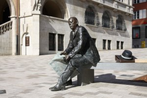 Skulptur vorm Rathaus in Albstadt-Ebingen