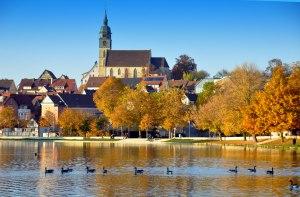 Ufer mit Kirche in Böblingen