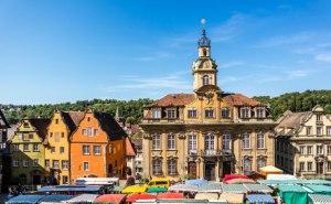 Marktplatz mit Rathaus in Schwäbisch Hall